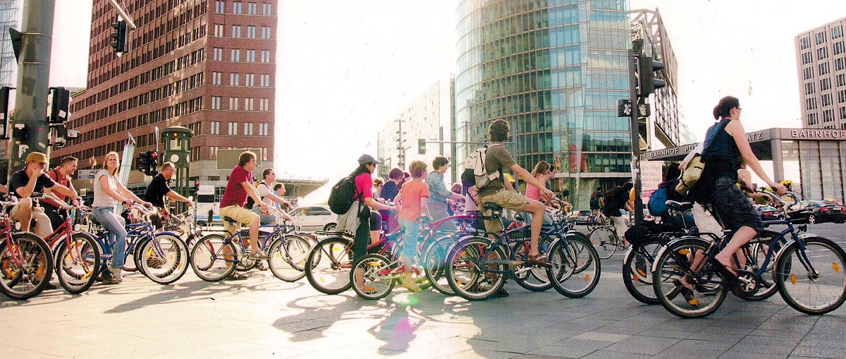 велосипедист в городе
